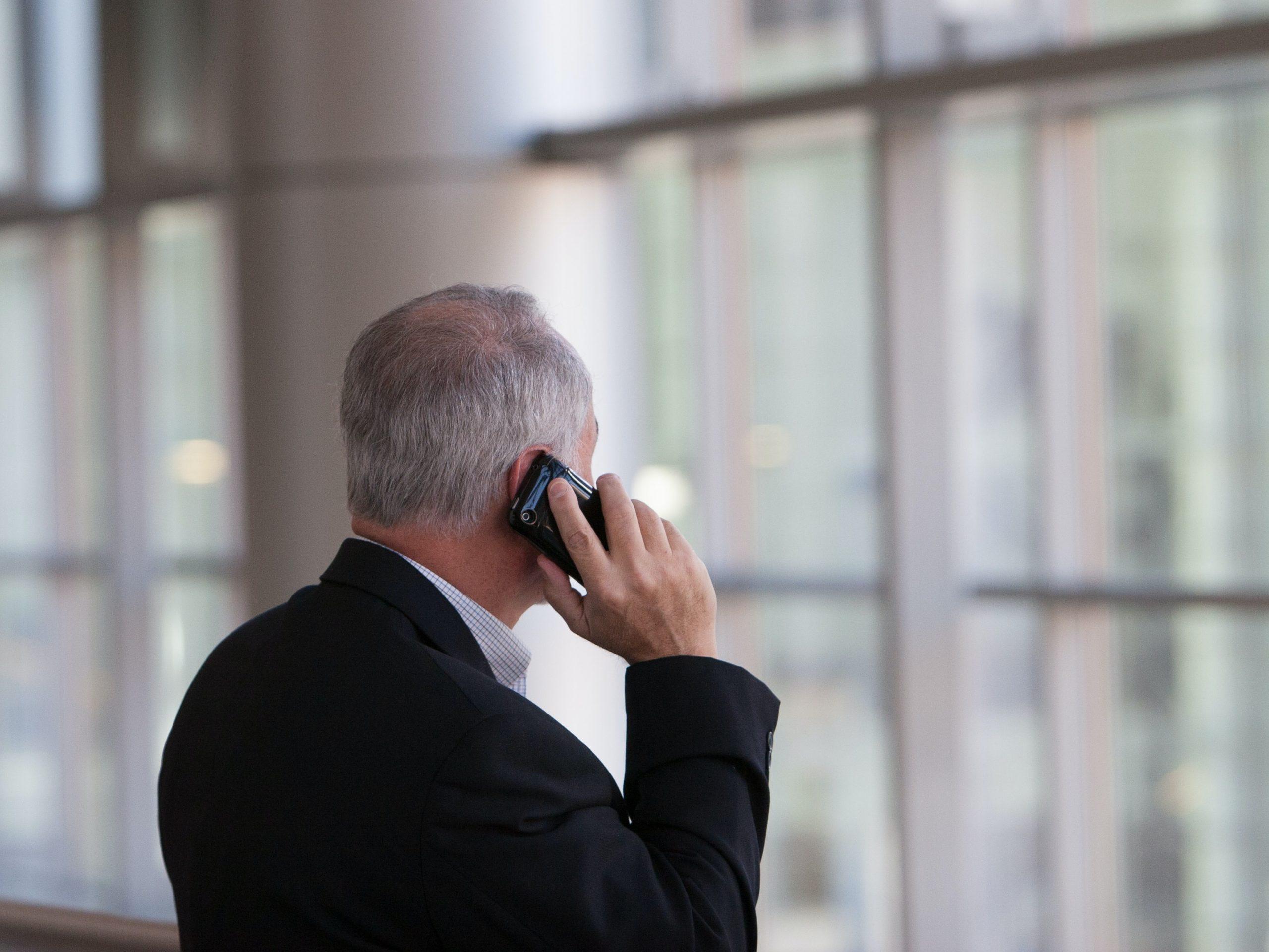 Sådan kommer du i gang med telemarketing på dit firma