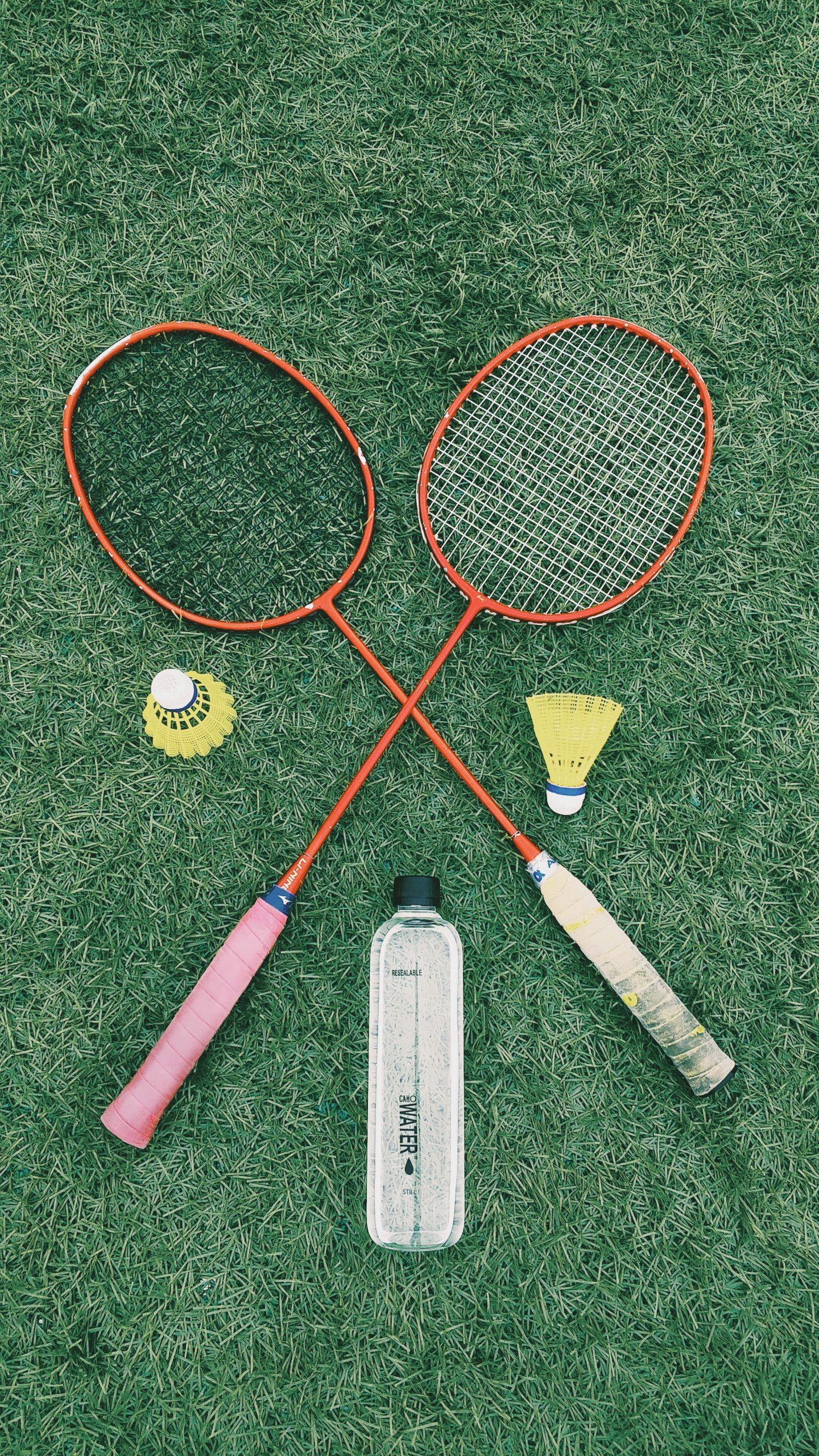 Hav udstyret på plads, når du spiller badminton